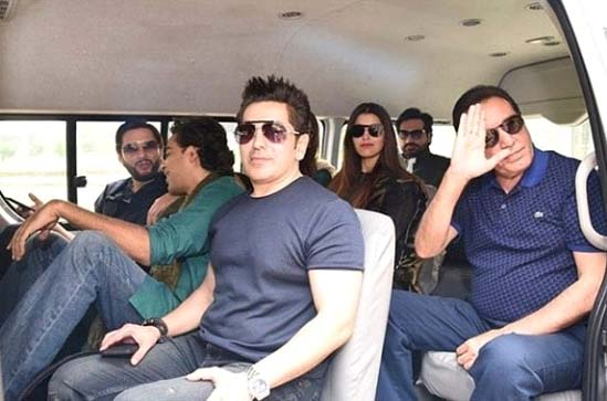 Pakistani celebrities in private helicopter
