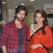 Shahid Kapoor & Sonakshi Sinha launches R...Rajkumar comic book