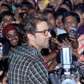 Hrithik Roshan surprises his fans at Cinema