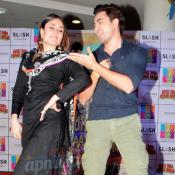 Imran Khan & Kareena Kapoor Promotes GTPM at Mall