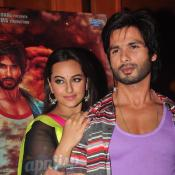 Shahid Kapoor & Sonakshi Sinha at R...Rajkumar music launch