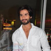 Shahid Kapoor promotes R...Rajkumar with fans